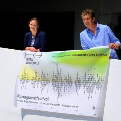 Maike Fölling (Hörregion Hannover) organisiert das Begleitprogramm; Frank Nordiek (LandArt-Künstler) ist Initiator der IntraRegionale 2021.